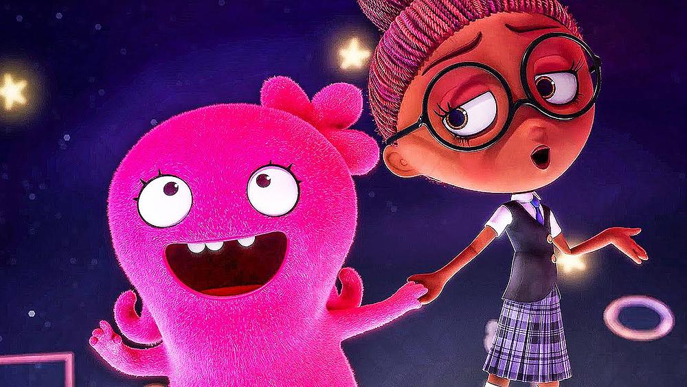 Bé Mốc là một búp bê hồng yêu đời và luôn có ước mơ tìm được đứa trẻ của riêng mình.