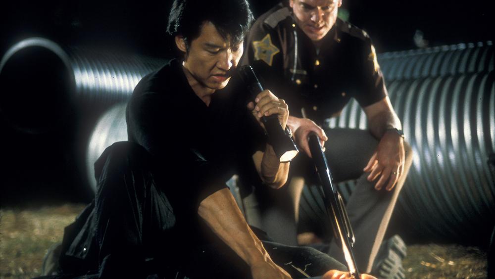 Quay trở về Liberty thăm chị gái, thấy cảnh ngang tai trái mắt, võ sĩ karate Tommy Lee đã phối hợp cùng anh rể mình là Cảnh sát trưởng Jack Banning ra tay trừng trị chúng...