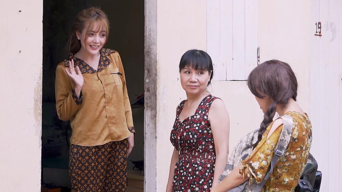 Bà Xuân chủ nhà thường rất quan tâm đến các cô gái thuê trọ của mình.