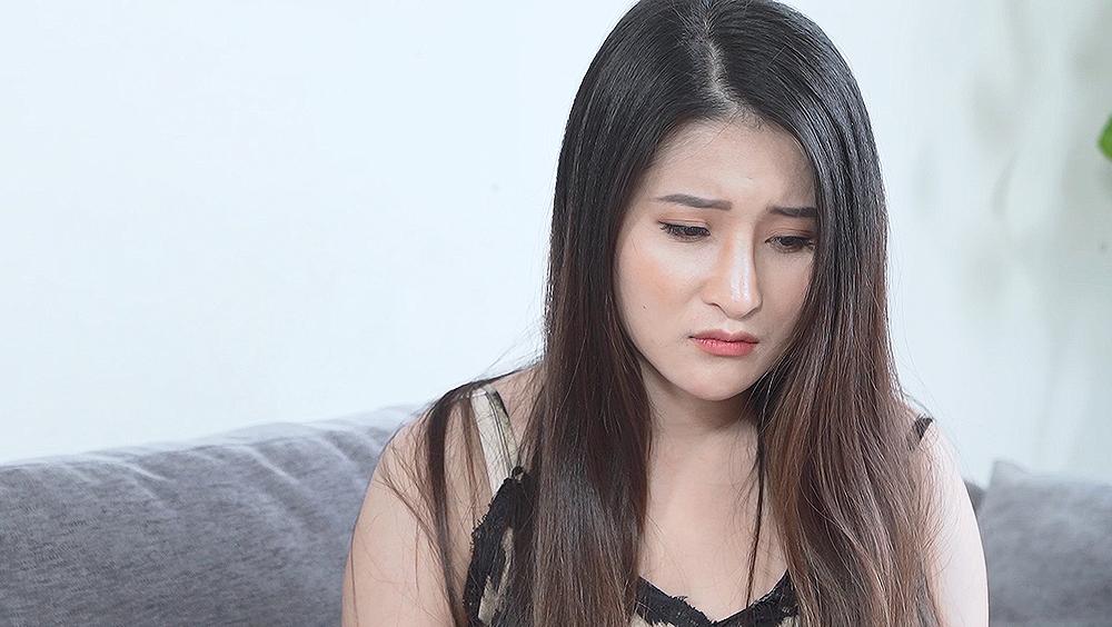 Cô gái bị chồng trách mắng, đánh đập và lạnh nhạt.