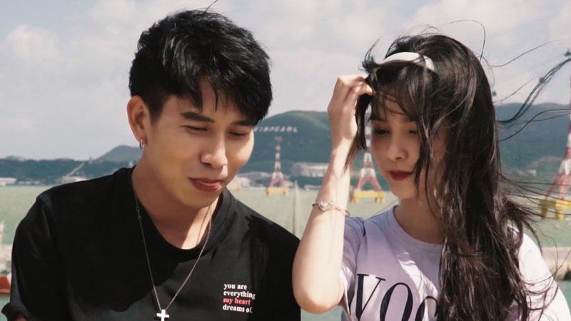 Phong tỏ tình với Linh khi hai người hẹn hò đi chơi.