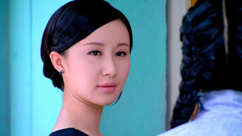 Thư Sướng trong vai Đông Dục Uyển - một cô gái tài sắc vẹn toàn.