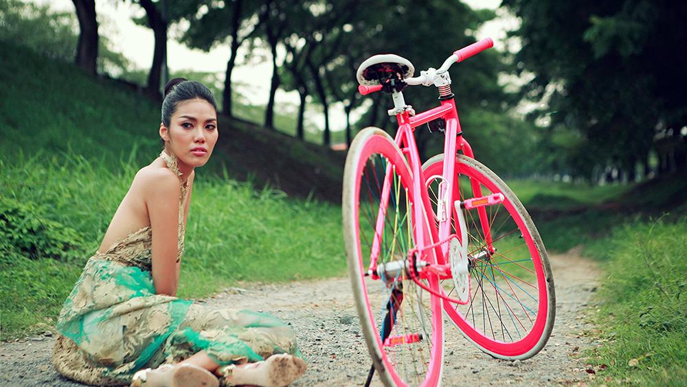 Cô ca sĩ nổi tiếng do Lan Khuê thủ vai.