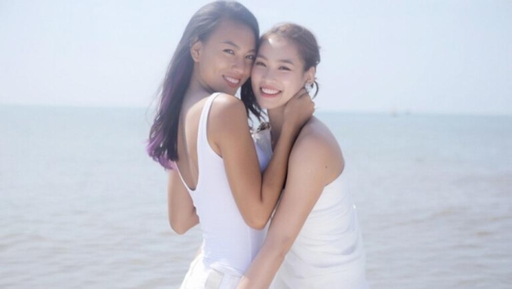 Khánh Linh trúng phải tiếng sét ái tình của nữ DJ Kim tại vũ trường.