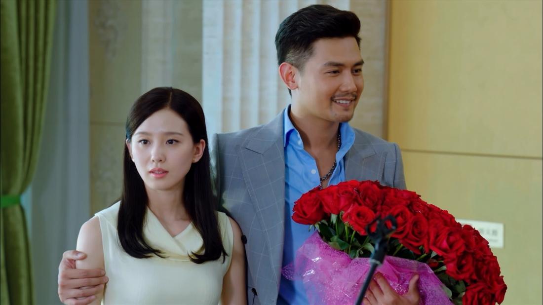 Lưu Đình còn là nàng thơ trong mắt Quách Hải Binh – một người bạn của Tiêu Tiểu Quân, khiến hai chàng trai từ bạn thành thù.