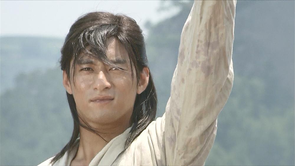 Phi Thiên Thần Ký xoay quanh cuộc đời của Lưu Trần Hạ. Cha của Lưu Trần Hạ mất lúc anh còn nhỏ và anh được truyền lại bí kíp Phi Thiên Thần Ký hội tụ đầy đủ tuyệt học võ thuật kiếm phái.