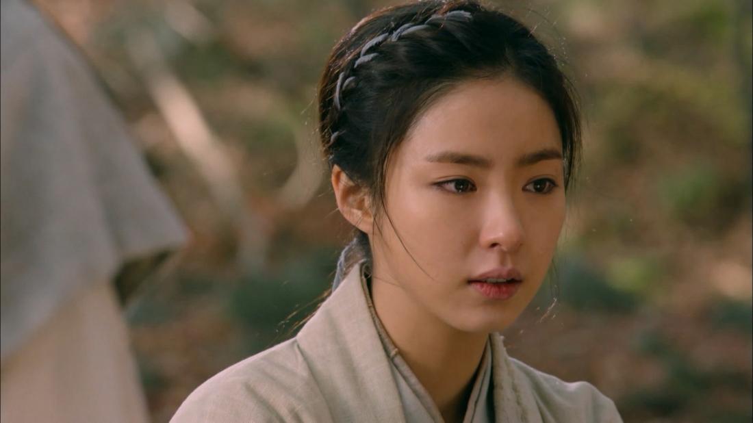 Shin Se Kyung là cô gái dũng cảm luôn đứng ra bảo vệ dân làng.