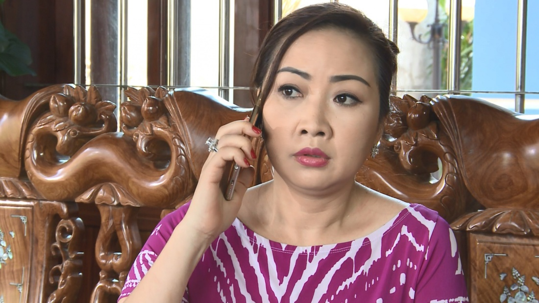 Bà Lý là sống cùng chồng và một cô con gái nhưng lại cặp bồ với tên Hùng