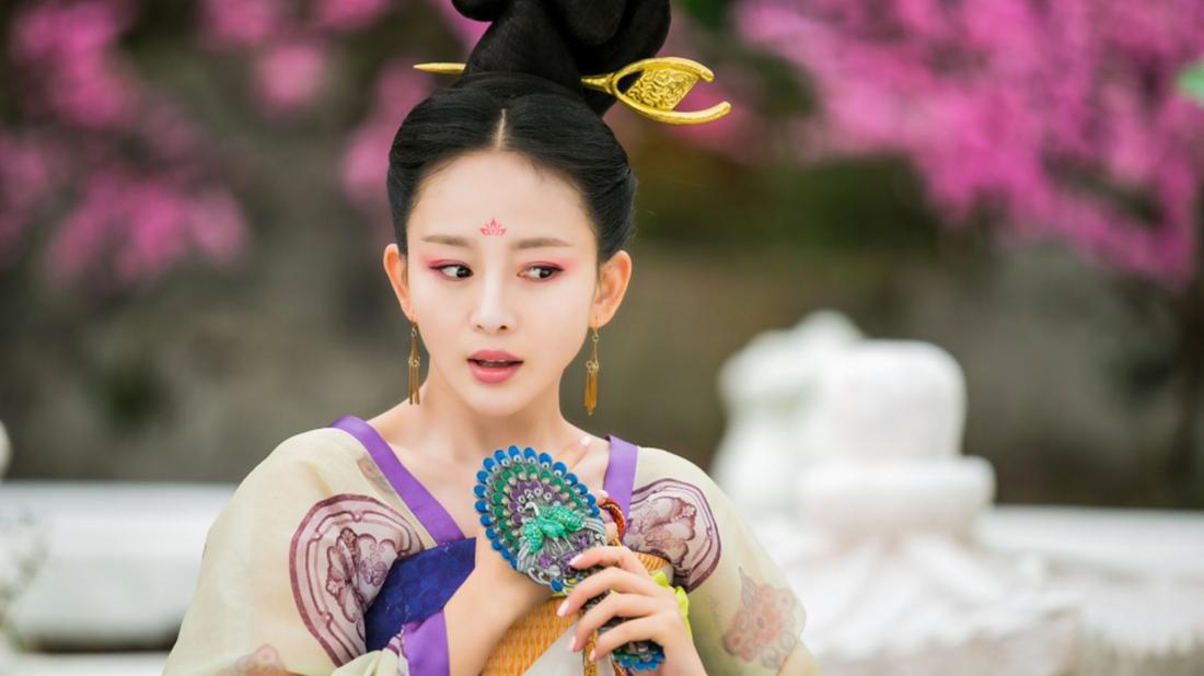 Ngôn Phi Nương Nương sắc sảo, xinh đẹp, chuyên chế tạo những đồ vật thú vị trong cung.
