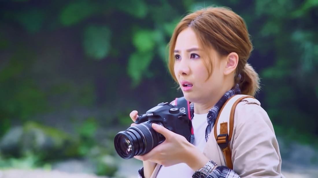 Mật Mật là một nhiếp ảnh gia nghiệp dư quyết định đến Núi Sói để chụp những bức ảnh phong cảnh ngoạn mục và tình cờ gặp Trạch Minh.