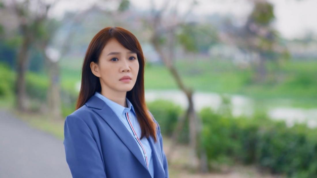 Hạ ÂU có một phòng khám tư nhân tại thôn Nguyệt, cô cũng là bạn thuở nhỏ của Khôn Đạt và đã giúp anh rất nhiều sau khi anh trở về thôn.