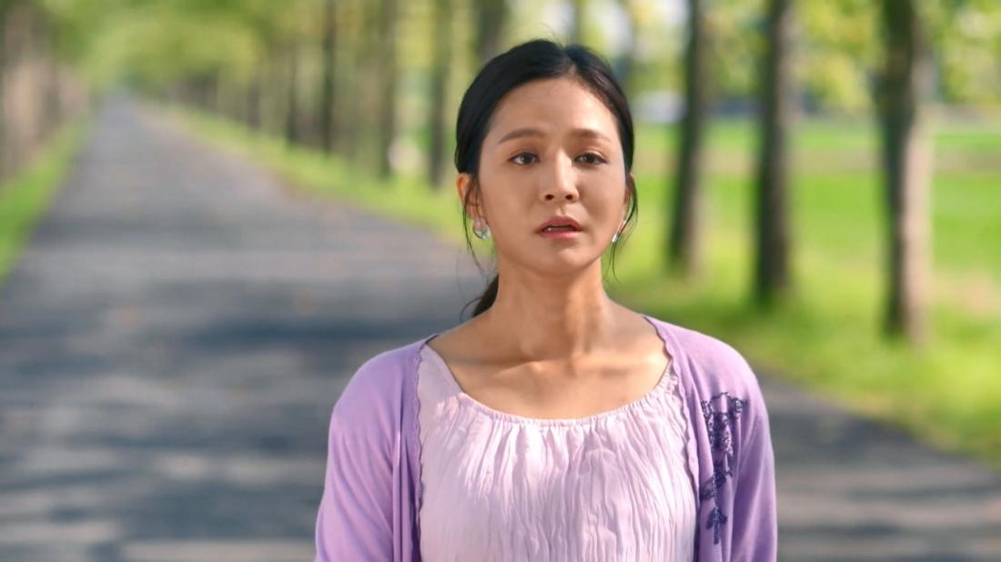 Tú Liên là con gái của một ông chủ công ty xuất khẩu hoa quả lớn, cô cũng chính là người giúp gia đình người yêu cô là Chí Hồng.