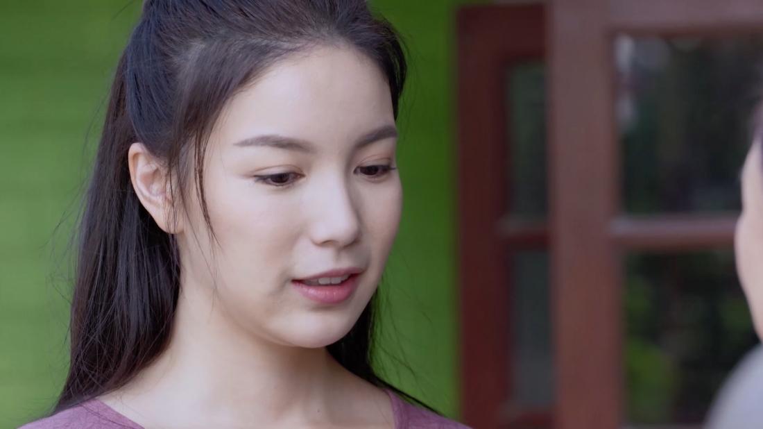 Wan là một cô gái nông thôn, cô ở cùng cha và sau này đã lên thành phố để sống và làm osin cho A.