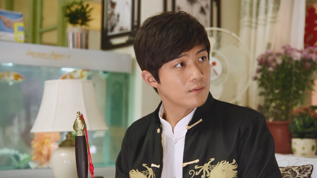 Trang Nghiêm là người anh vô công rồi nghề của Trang Trọng, ngày ngày đi gây chuyện bên ngoài.