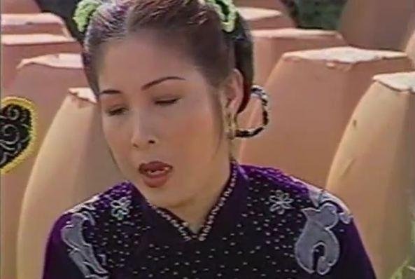 Nghệ sĩ Hồng Vân trong một cảnh phim
