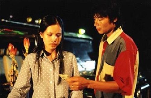 Nhưng cuộc đời của ''Vua bãi rác'' đã thay đổi bất ngờ khi Trọng gặp một cô gái làng chơi tên Thủy...