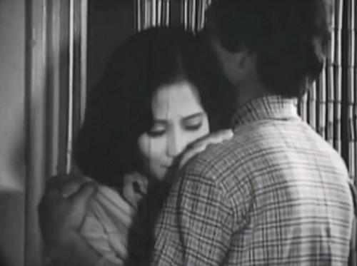 Khánh và Nguyệt yêu nhau đã lâu và được đôi bên gia đình ưng thuận.