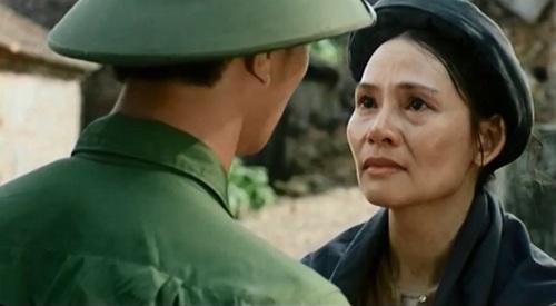 Khi Vạn, người lính chiến trường Điện Biên Phủ trở về làng, làng quê anh lúc đó là một ''Bến không chồng'' buồn bã.