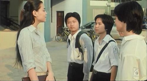 Chuyện về một nhóm bạn lớp 10, gọi là nhóm Bát quái, bày trò thử thách cô giáo chủ nhiệm mới Hoài An và sau đó cô trở thành thần tượng của bọn trẻ.