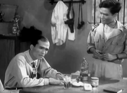 Sau 1954 họ định làm lễ cưới, nhưng khi thuyền của nhà trai sang bờ Nam đón dâu thì cảnh sát phía Nam không cho họ lên bờ. Mối tình của họ bị ngăn cản.