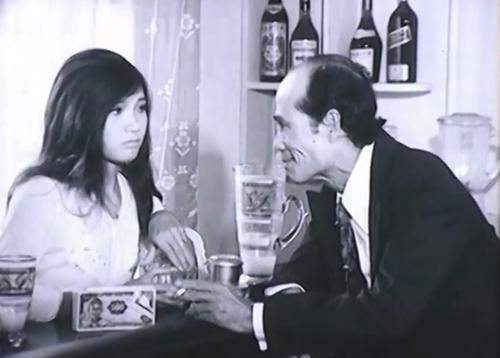Phim xoay quanh những biến động lớn nhỏ của thời cuộc và trong mỗi gia đình vào tháng 4/1975.