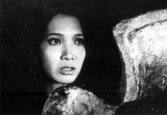 Chuyện kể về một làng nhỏ Bắc Việt Nam sau chiến tranh, nói đúng hơn, là sự bươn trải sau những tổn thất về người trong chiến tranh.