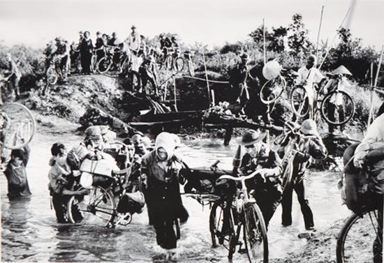 Bắt đầu từ trận tấn công giải phóng Buôn Ma Thuột, khiến Việt Nam Cộng hòa phải cầu viện quân sự của Hoa Kỳ...