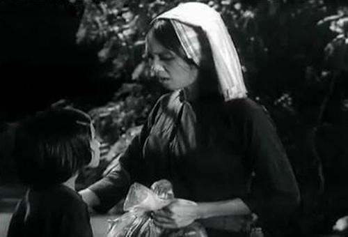Người mẹ trong phim là một chiến sĩ du kích, thường xuyên phải xa nhà trong những trận công đồn.