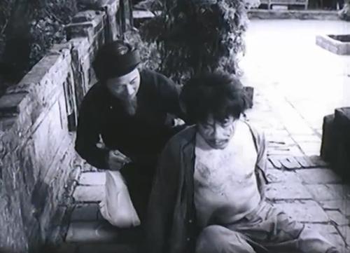 Chí Phèo đến Bá Kiến rạch mặt ăn vạ.