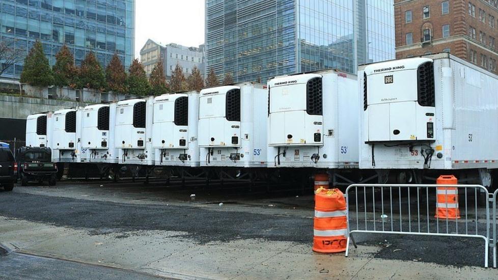 New York: Hình Ảnh Ám Ảnh, Xác Người Chết Vì Covid-19 Xếp Đầy Xe Tải