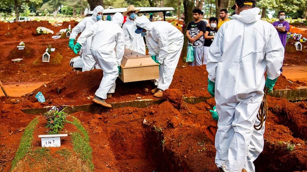 Brazil Tang Tóc Với Những Ngôi Mộ Tập Thể Chôn Người Chết Vì Covid-19