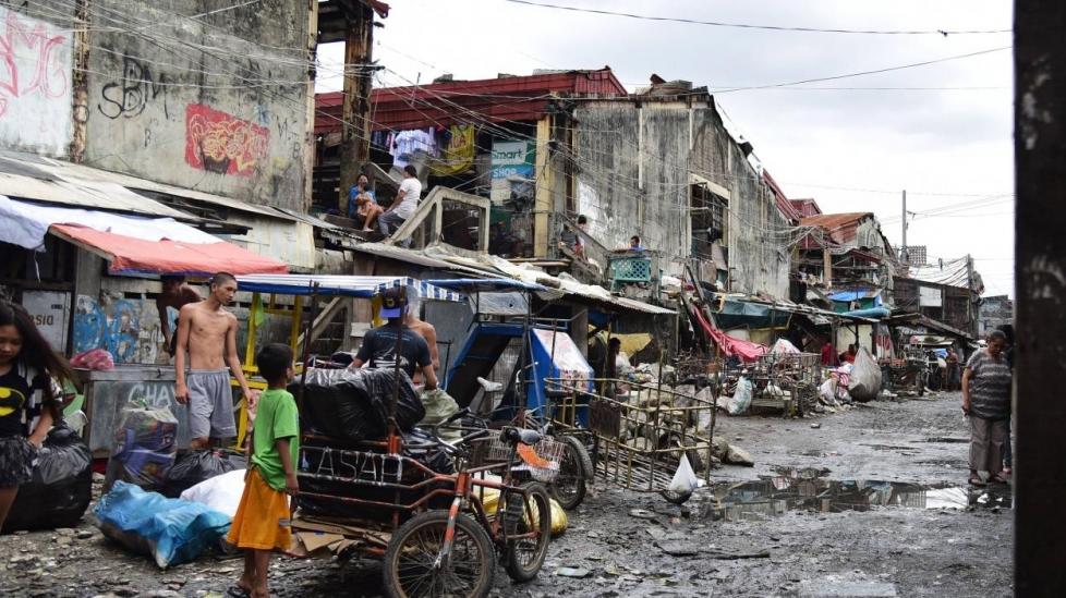 Ấn Độ: Người Dân Khu Ổ Chuột Lớn Nhất Thủ Đô Đói Vì Đại Dịch Covid-19