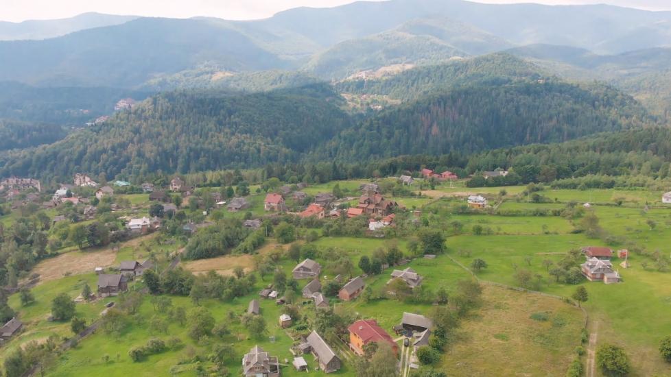[4K] Ngắm Dãy Núi Carpathian Từ Trên Cao Của Ukraine