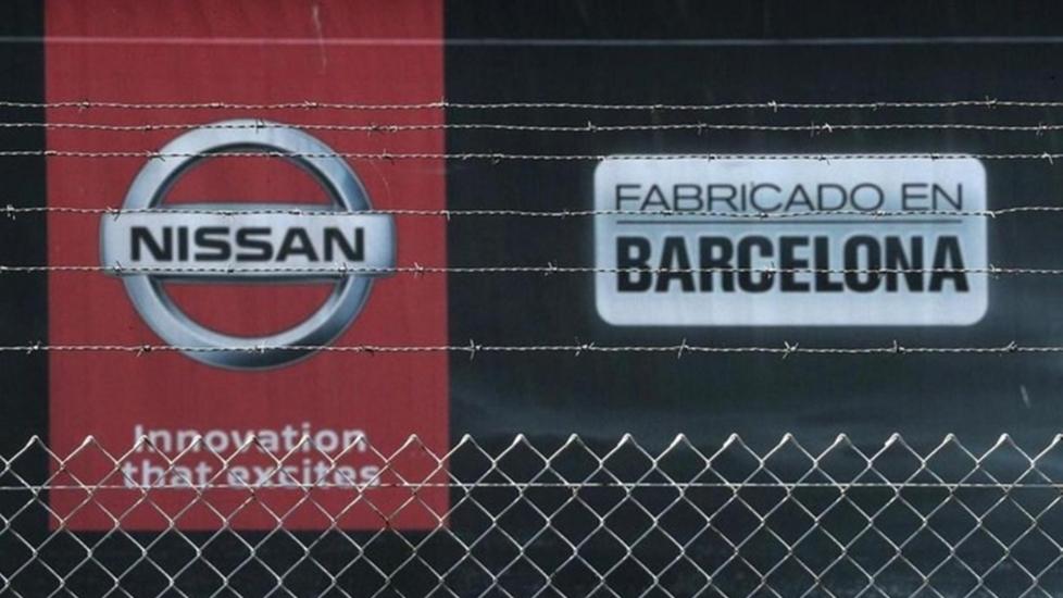 Barcelona: Công Nhân Nissan Đốt Lốp Xe Để Phản Đối Việc Đóng Cửa Nhà Máy