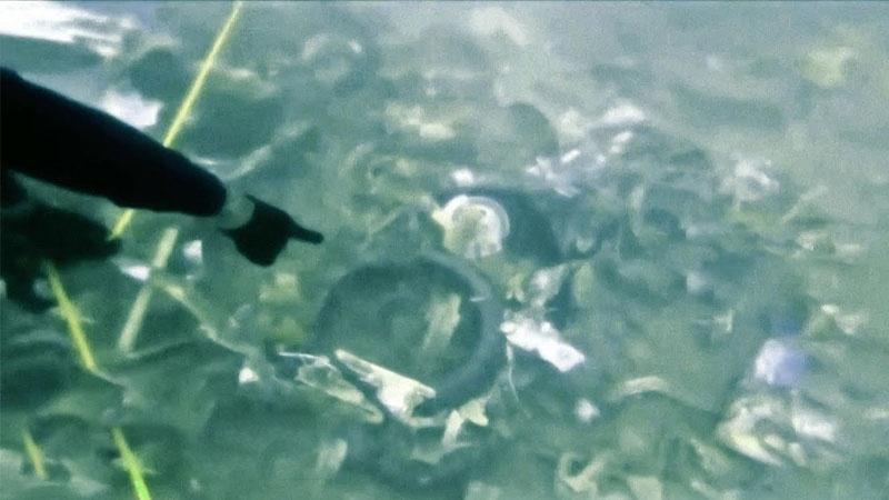 Thợ Lặn Tìm Kiếm Hộp Đen Trong Mảnh Vỡ Của Máy Bay SJ 182 Của Sriwijaya Air